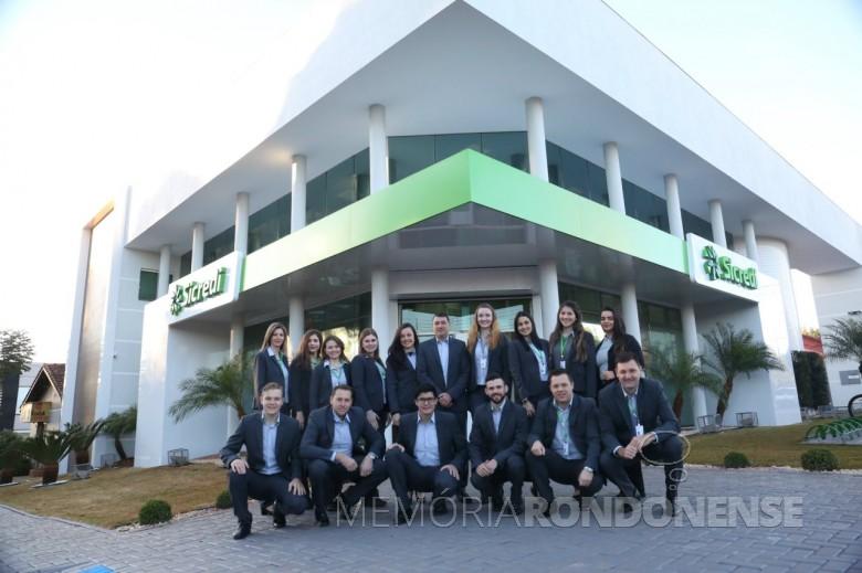 Corpo de funcionários da agência Entre Rios do Oeste  revitalizada.   Imagem: Acervo Sicredi Aliança PR/SP - FOTO 12 -