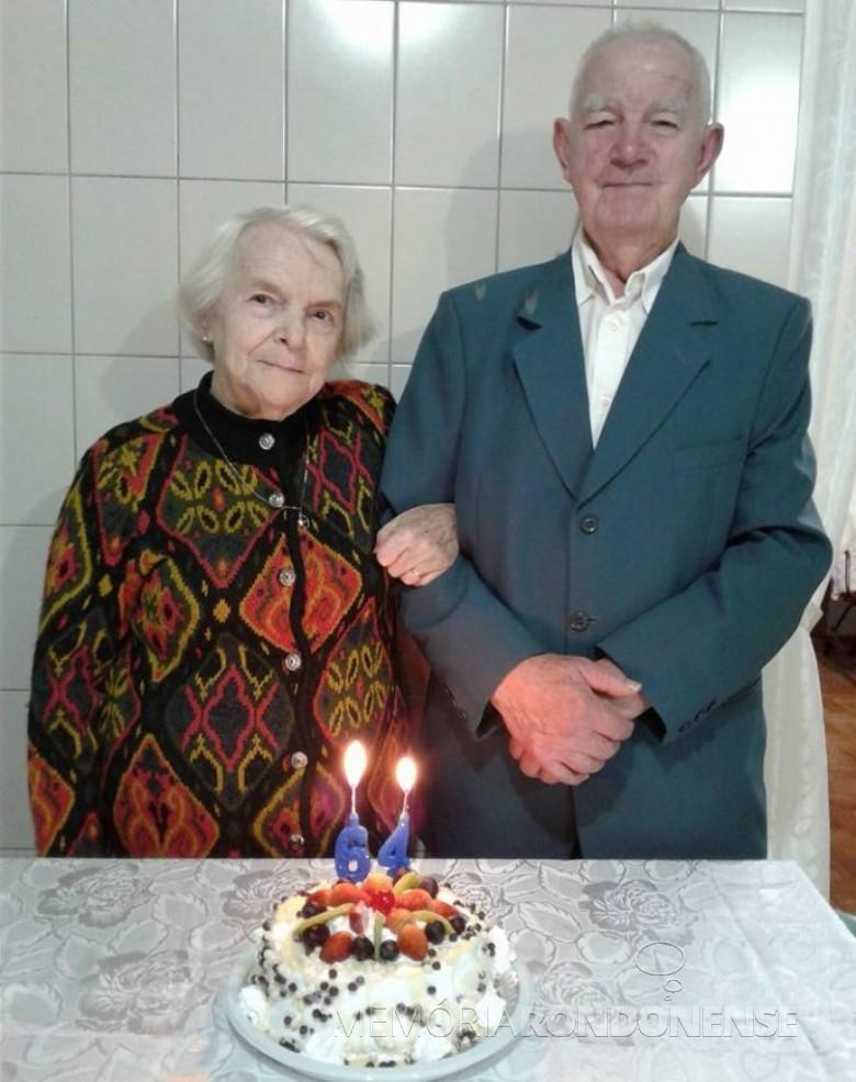 Casal Ivo e Leonida Krummenauer no dia da comemoração das Bodas de Fabulita.  Imagem: Acervo Loni Richter - FOTO 5 -