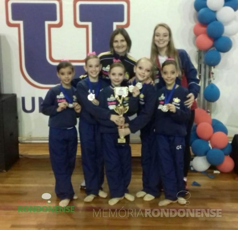 Equipe pré-infantil nível II do Colégio Cristo-Rei que conquistou o 1º lugar geral do Campeonato Paranaense de Ginástica Rítimica 2015 da categoria.  Imagem: Acervo Colégio Cristo-Rei - FOTO 6 -