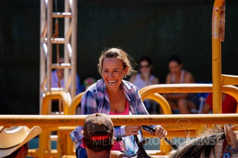 Franciele Navarini Giacobbo recordista de pista da Festa do Peão 2019, da cidade de Colorado (PR).  Imagem: Acervo pessoal - FOTO 4 -
