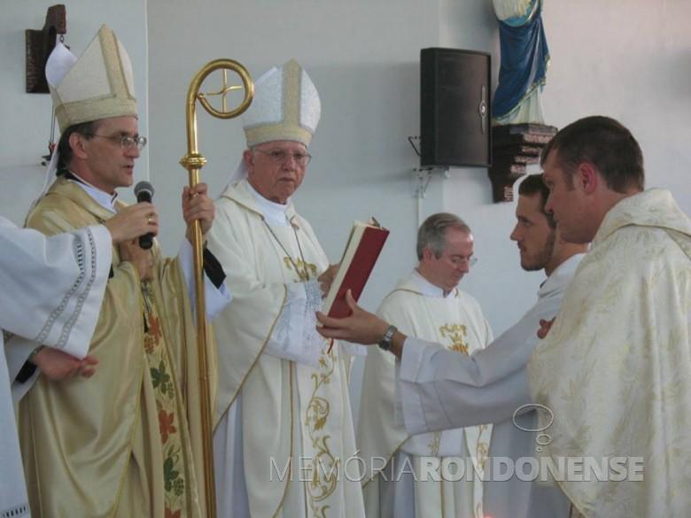 Outro instante da solenidade de ordenação de Neimar Troes. Imagem: Acervo pessoal - FOTO  7 -