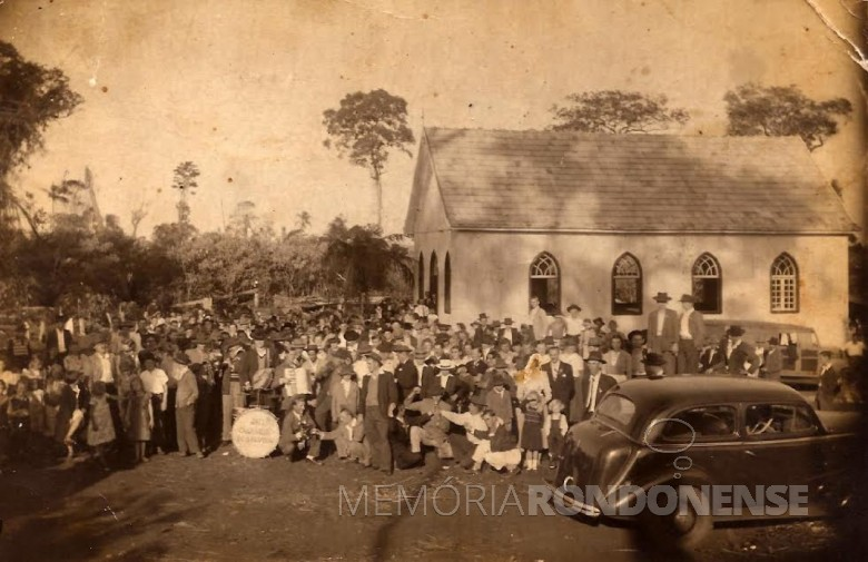 Inauguração festiva do primeiro templo da Comunidade Luterana Cristo, em 21 de junho de 1953.  Imagem: Acervo Hilda (Hartleben) Vorpagel/Clarice Verônica Vorpagel