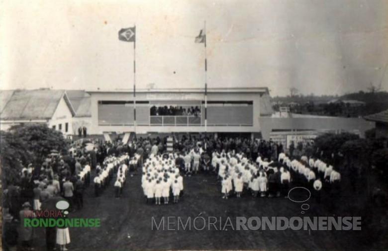Abertura oficial da 1ª Exposição Agropecuária de Toledo, realizada na então Vila de General Rondon, de 1º a 08 de Setembro de 1958.  Imagem: Acervo Memória Rondonense