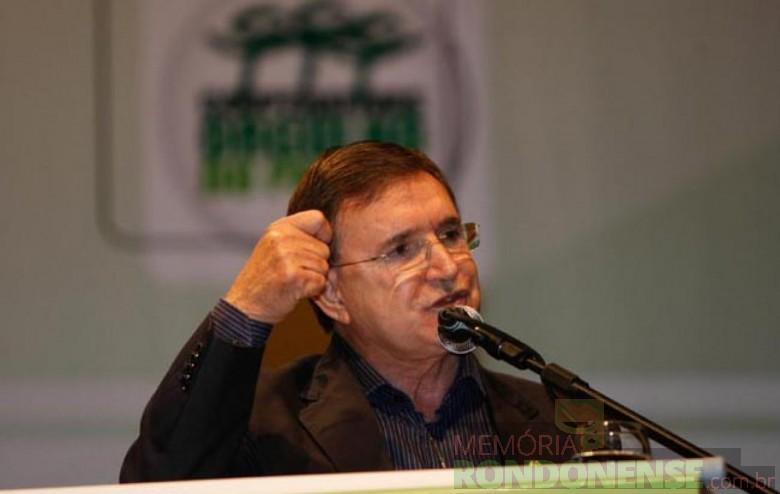Deputado federal Moacir Micheletto morto em acidente de carro no dia 30 de janeiro de 2012.  Imagem: Acervo Ocepar - FOTO 3 -