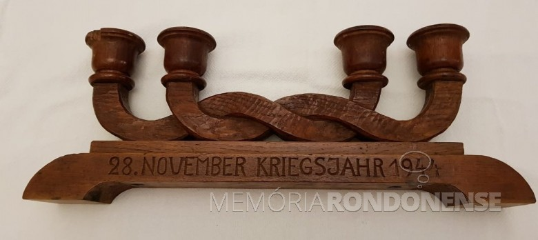 Candelabro de casamento do casal Ingrun Klagges e Friedrich Rupprecht Seyboth.   Imagem: Acervo Dietrich Seyboth (Dr. Hippi) - FOTO 2 -