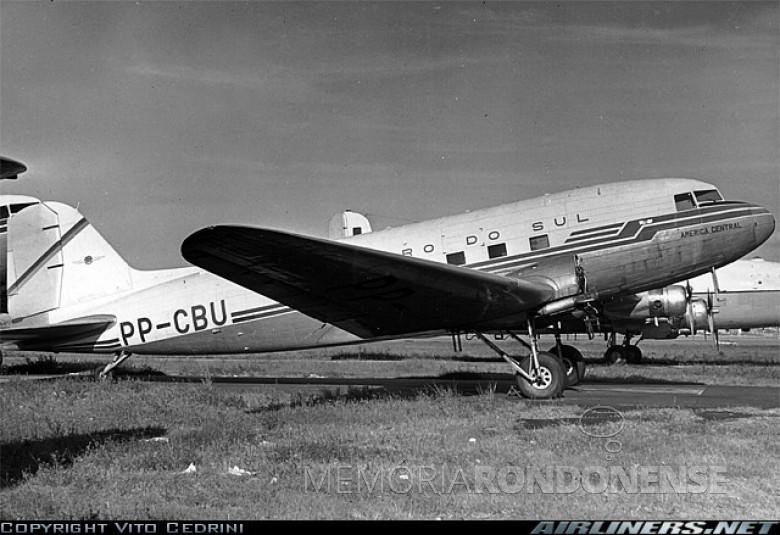 Avião Douglas DC3 idêntico ao que pousou no aeroporto de Toledo, em agosto de 1954.  Imagem:  Acervo Histórias da Aviação - Yola - FOTO 3 -