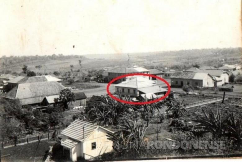 Em destaque o local onde foi instalada a primeira agência bancária na cidade de Marechal Cândido Rondon.  Imagem: Acervo Família Seyboth - FOTO 3 -