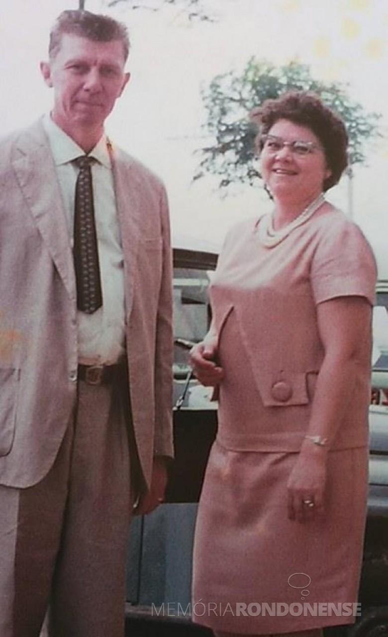 Pioneiro Henrique Afonso Sturm com a esposa Ivona, ele falecido em 04 de novembro de 1977. Imagem: Acervo Orlando e Rafael Sturm - FOTO 10  -