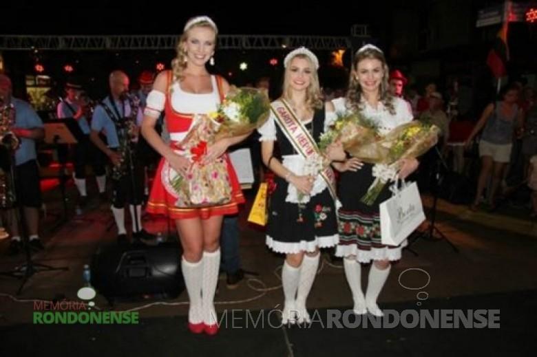 Rainha da Oktoberfest 2014 de Marechal Cândido Rondon, a senhorita Maria Bruna Grenzel, à esquerda ; como 1ª Princesa, a senhorita Thaís Rieger; e como 2ª Princesa, a senhorita Franciele Thais Wisch. Imagem: Acervo Imprensa PM-MCR Crédito: Ademir Herrmann – FOTO 6 -
