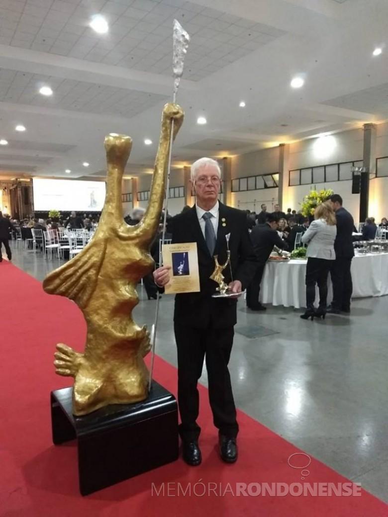 Empresário rondonense Orlando Miguel Sturm laureado com o troféu