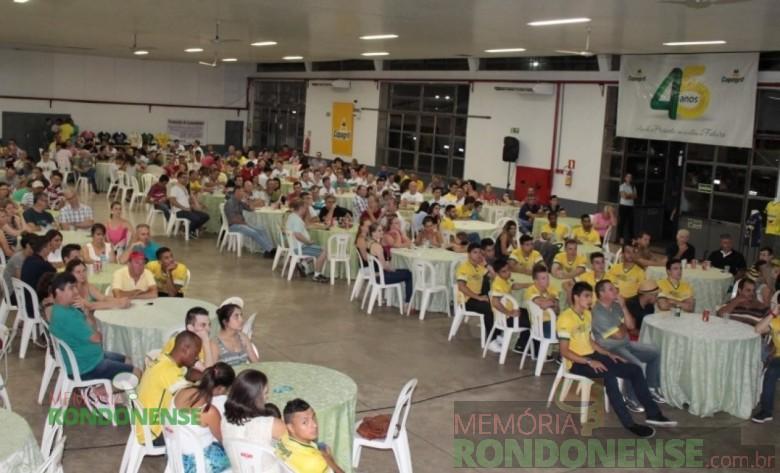 Público presente na apresentação do elenco 2016 da Copagril Futsal, no pavilhão da Matriz Católica Sagrado Coração de Jesus.  Imagem: Aervo Imprensa Copagril - FOTO 7 -