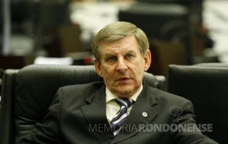 Deputado Estadual Elio Lino Rusch, que assumiu a presidência do Diretório Estadual do DEMOCRATAS/PR, em agosto de 2011. Imagem: Acervo Gazeta do Povo - FOTO 7 –