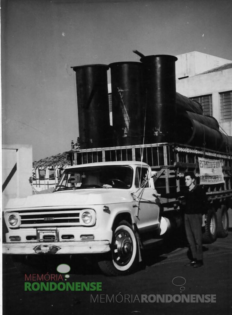 Caminhão carregado de equipamentos para o então Frigorífico Rondon, Imagem: Acervo Família Nied - FOTO 2 -