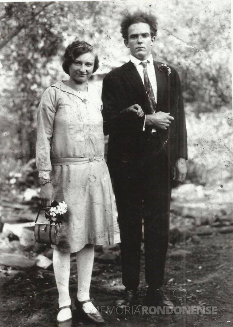 O casal Adolina (nascidade Kramer) e José  Hassemer ( em memória). O casal com os filhos foram moradores pioneiros na Linha Ajuricaba. Imagem: Acervo Roberto Hassemer - FOTO 2