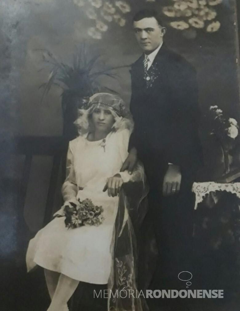 Casal Carolina (nascida Werz) e Carlos Emílio Fernando Ritscher, ele 1º presidente da Comunidade Martin Luther, de Marechal Cândido Rondon, e ela, a 1ª tesoureira da OASE.  A foto é casamento do casal em 1931, na cidade de Panmbi (RS). Imagem: Acervo Lucas Ritscher - FOTO 2 -