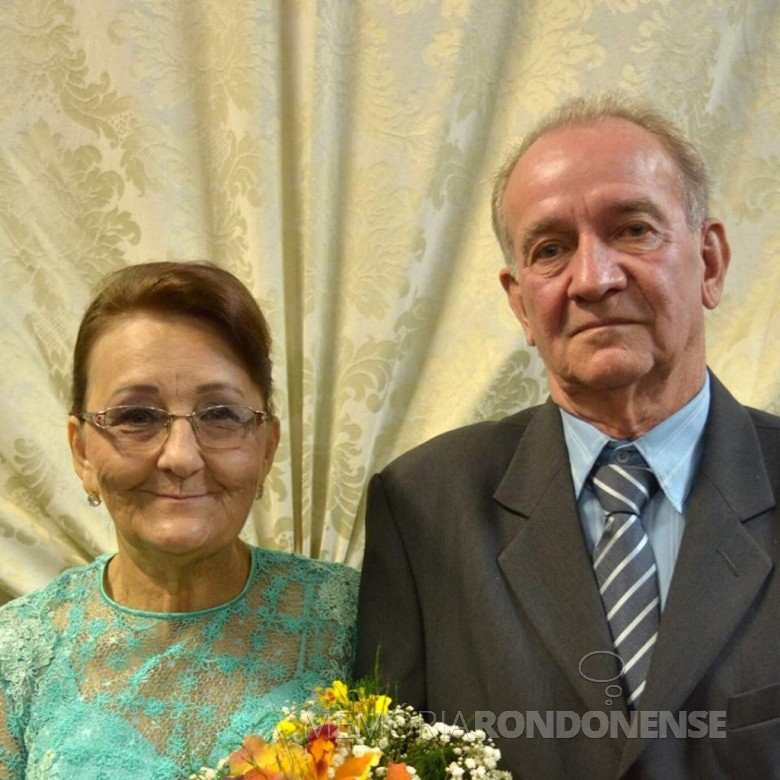 Casal de pioneiros Alberto Hass e Norma Nienow que comemoraram as