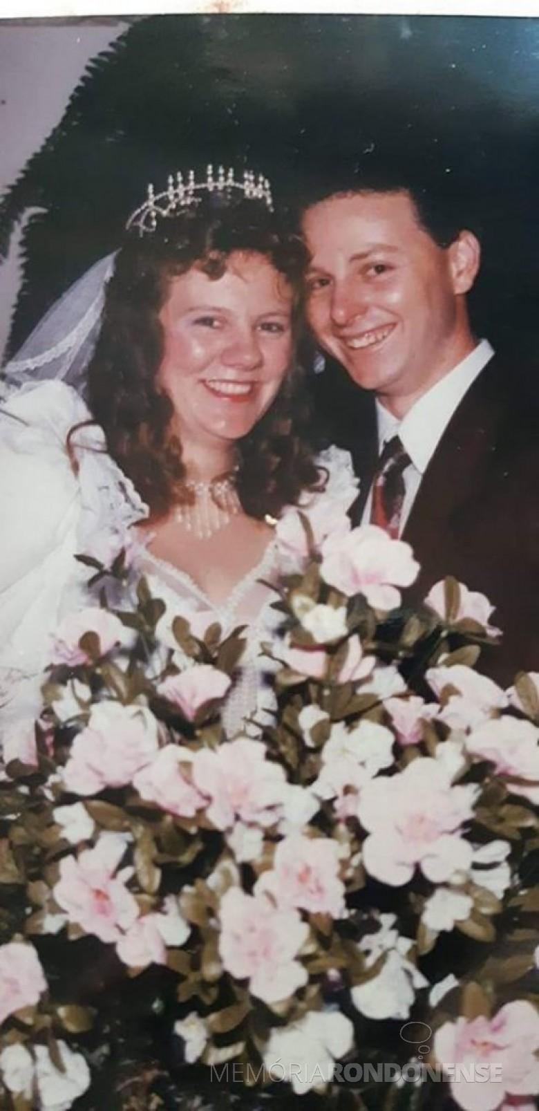 Noivos Sandra Joner e Márcio Cosseau que casaram em 23 de setembro de 1995. Imagem: Acervo do casal - FOTO 1 -