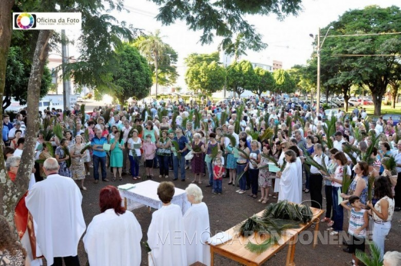 Celebração da missa de Domingo de Ramos no pátio da Pavilhão da Matriz Católica Sagrado Coração de Jesus. Imagem: Acervo Paróquia Sagrado Coração de Jesus - FOTO 4-