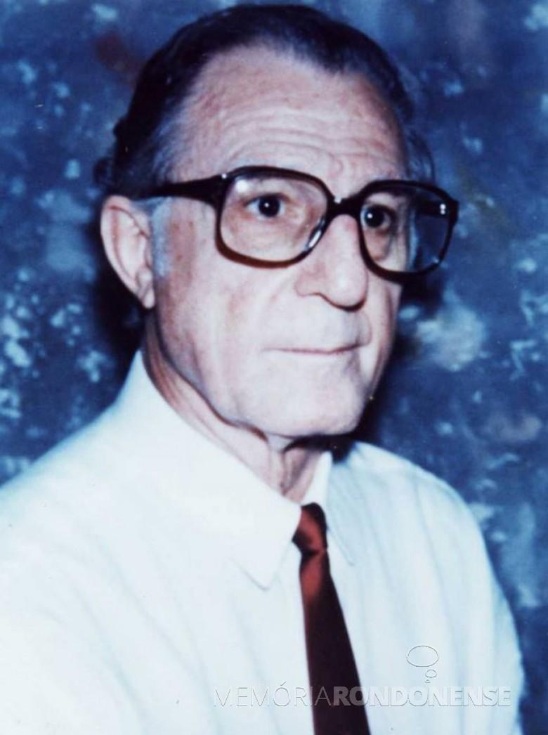 Pe. Elirio Dal Piva SVD que assumiu a Paróquia Sagrado Coração de Jesus, em 05 de fevereiro de 1984 e permaneceu até 08 de fevereiro de 1987. Imagem: Acervo Miguel Fernandes Reichert - FOTO 1 -