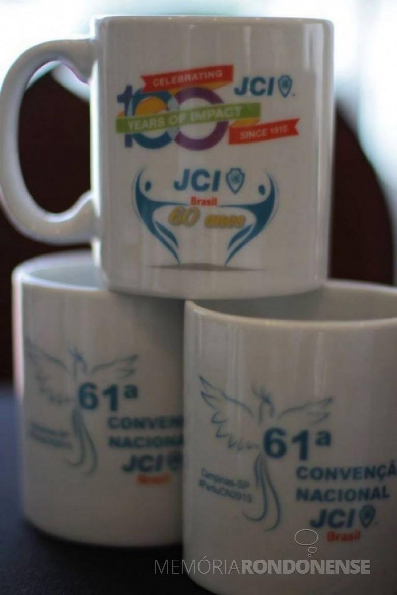 Uma das lembranças da JCI-Brasil alusivo aos 60 anos da JCI-Brasil, apresentada na 61ª Convenção Nacional realizada na cidade de Campinas, SP.  Imagem: Acervo Juliani Della Giustina - FOTO 14 -
