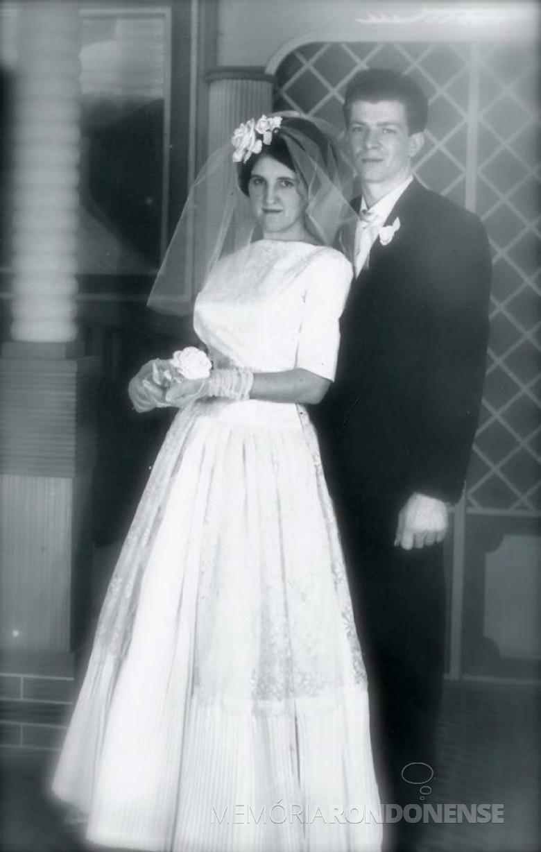 Foto oficial do casamento de Emilia Klein e Rudi Antonio Leobet, em setembro de 1963.  Imagem: Acervo Adriana Leobet Bregoli - FOTO 2 -