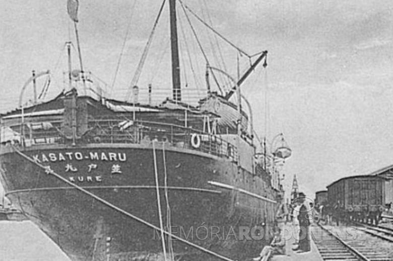 Navio Kasato Maru ancorado no Porto de Santos.  Imagem: Acervo Revista Exame.Abril - FOTO 3 -
