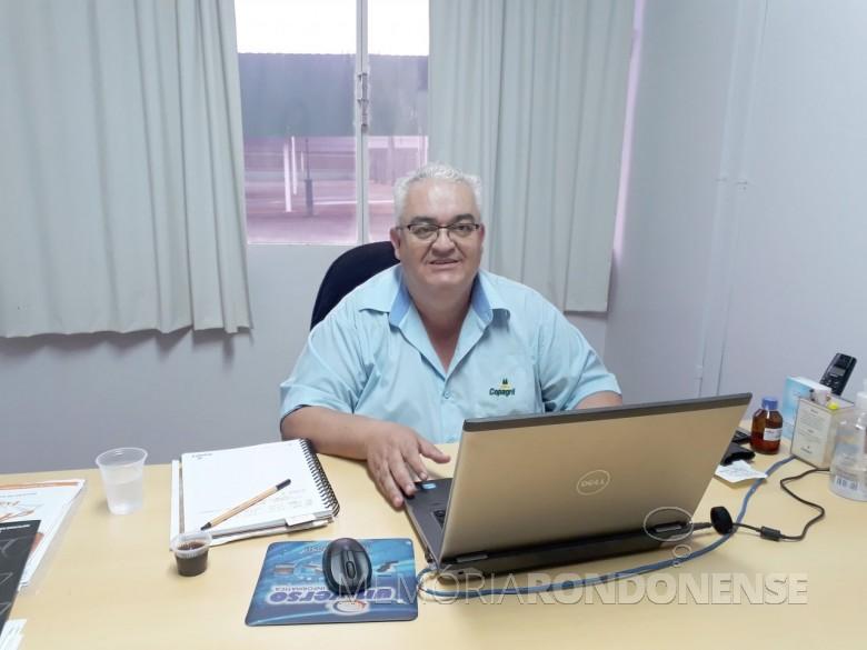 Luiz Carlos Rodrigues que completou 40 anos como funcionário da Cooperativa Agroindustrial Copagril, em começo de setembro de 2018.  Imagem: Acervo pessoal - FOTO 10 -