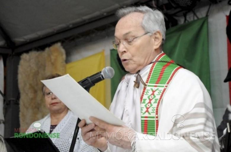 Padre Raulino Cavaglieri que exerceu seu sacerdócio na região de Toledo por 48 anos e que faleceu no dia 24 de julho de 2015. Imagem: Acervo Gazeta de Toledo – FOTO 2 –