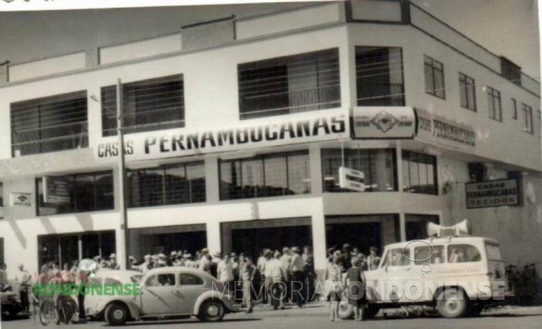 Inauguração da filial das Casas Pernambucanas, a Avenida Rio Grande do Sul, no Edifício Batschke. Imagem: Acervo Hilga Schroeder/Mirta Schroeder Steinmacher - FOTO 2 -