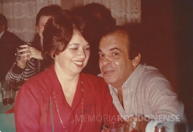 José Carlos Lins Santos e esposa Regina Maria (nascida Carrano), ele nomeado como primeiro Juiz de Direito da comarca de Marechal Cândido Rondon.  Imagem: Acervo Vera Carrano (Curitiba) - FOTO 1 -