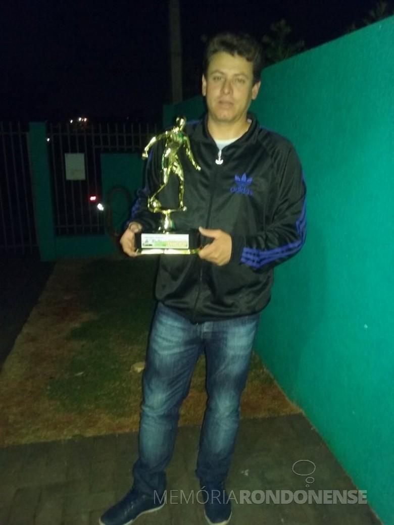 Leandro Ferreira, da equipe AACC/Copagril, goleador da série Prata, do Campeonato Municipal Amador 2017, com oito gols Imagem: Acervo pessoal - FOTO 6 -