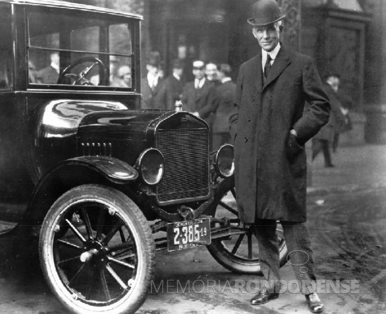 Henry Ford e seu modelo Ford T, primeiro carro popular lançado no mercado nos Estados Unidos.  Imagem: Acervo History Channel - FOTO 1 -