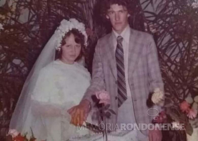 Os jovens rondonenses Ileni Maria Schaefer e Adir Fiorini que se casaram em final de maio de 1977.  Imagem: Acervo de Lidiane Fiorini - FOTO 4 -