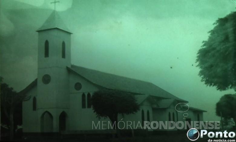 Primeira igreja paroquial Nossa Senhora Aparecida, de Mercedes, criada em julho de 1966.  Imagem: Acervo Ponto de Notícia - FOTO 2 -