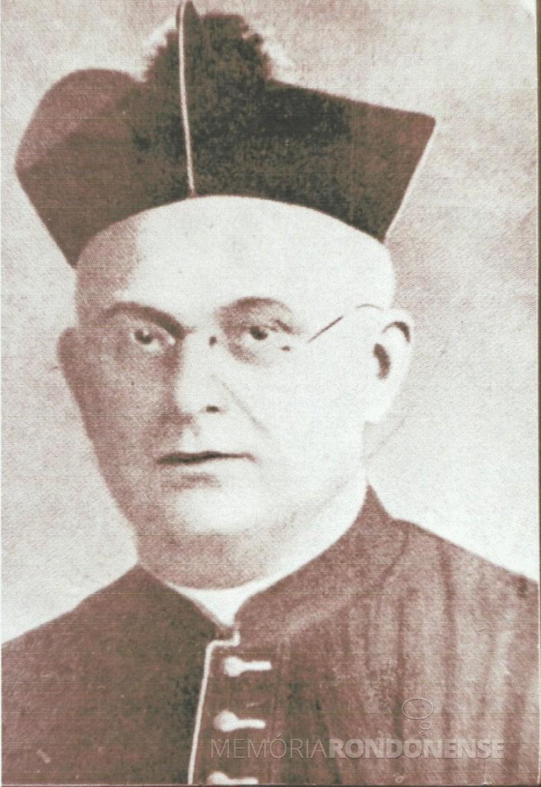 Monsenhor Guilherme Thiletzek SVD que em 1926 foi designado como primeiro prelado da recém criada prelatura católica de Foz do Iguaçu, com jurisdição sobre a toda a Região do Oeste do Paraná, ao leste do Rio Cavernoso e ao norte até às margens do Rio Ivaí.  Imagem: Acervo Memória Rondonense - FOTO 1 -