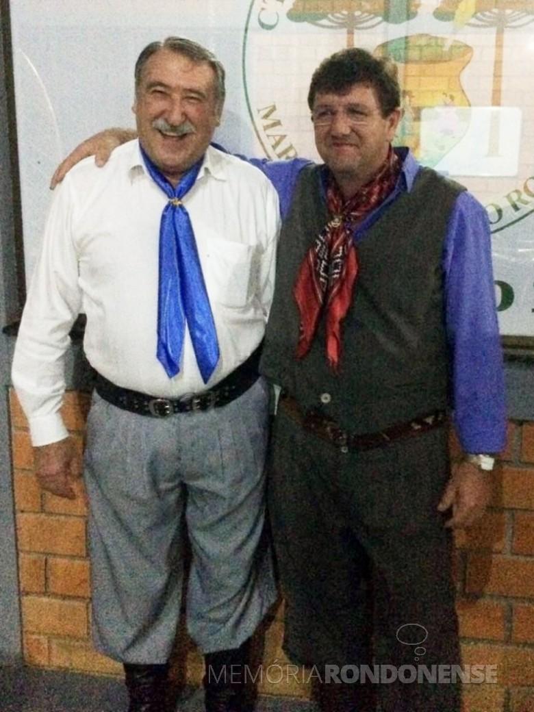 Professor Arno Figur (e) e empresário Ricardo Luft eleitos vice-presidente e presidente do CTG Tertúlia Paraná.  Imagem: Acervo do GTG - FOTO 7 -