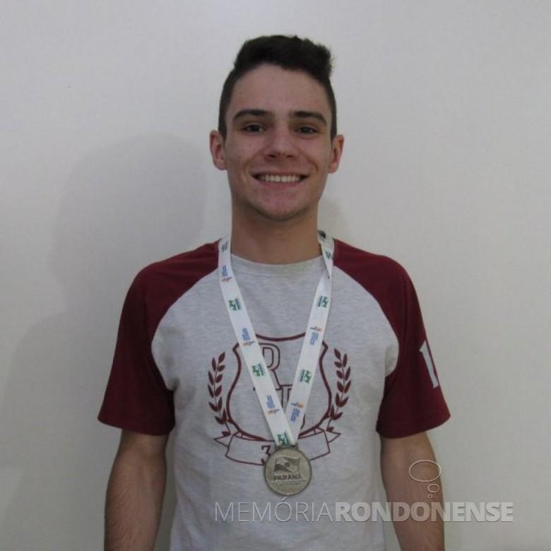 Judoca Gabriel Bombardelli vice campeão do Paraná na categoria até 66 quilos, nos Jogos Escolares do Paraná.  Imagem: Acervo Olho na Bola - FOTO 5 -