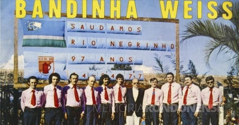 Bandinha Weiss da cidade de Rio Negrinho (SC) que se apresentou em Marechal Cândido Rondon, em meados de janeiro de 1977.  Imagem: Acervo Memória Rondonense - FOTO 6 -