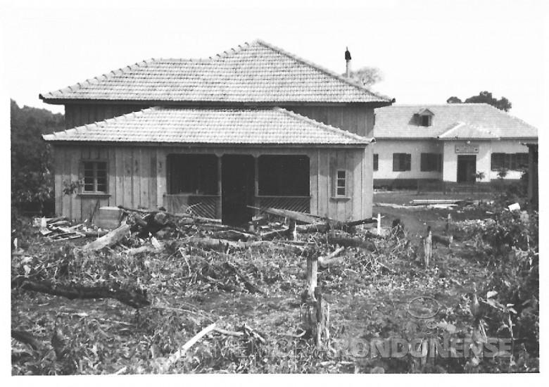 Farmácia e residência  do casal Ingrun ( nascida Klagges) e Friedrich Rupprecht Seyboth em construção, em  1955.
