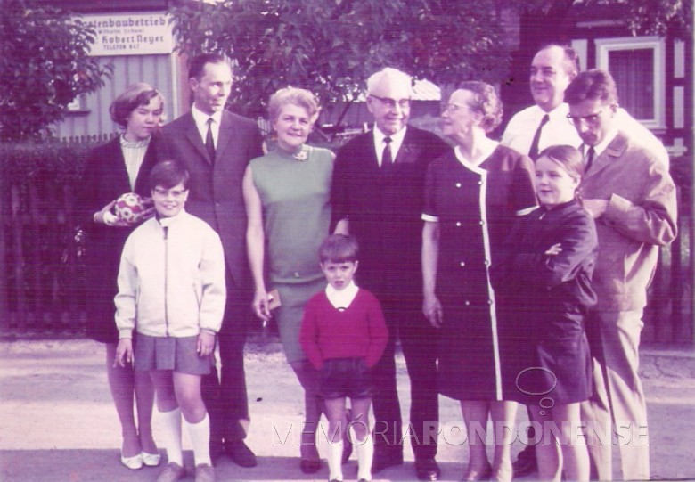 Dna. Ingrun, Dr. Seyboth, Guni e família. 1968.