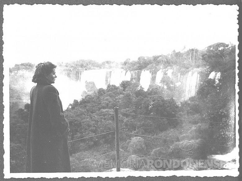 D. Ingrun pela primeira vez  em visita as Cataratas do Iguaçu, em 1954.