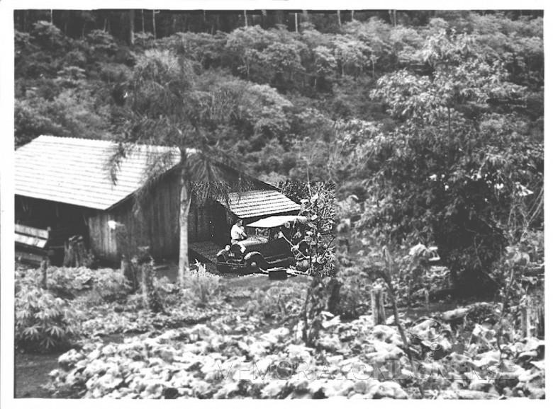 Dr. Seyboth visitando pacientes no interior  de Marechal Cândido Rondon, em  1960.