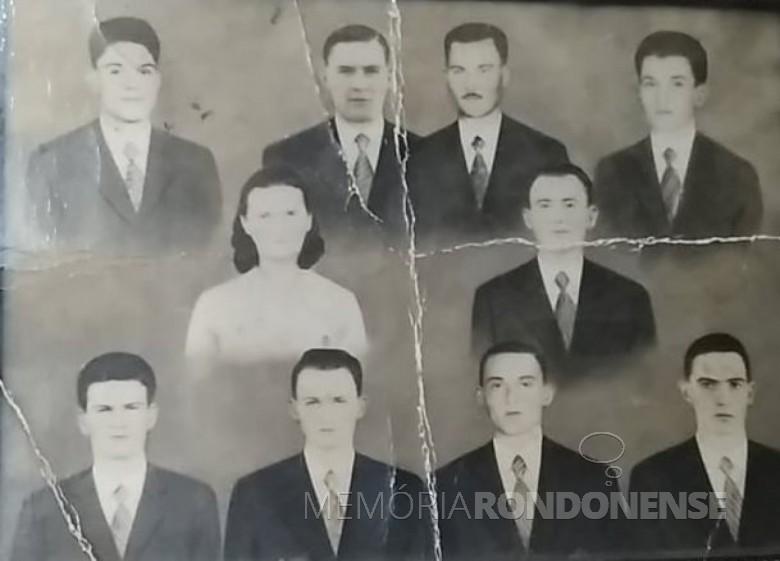 Familia do casal Olinda (nascida Borscheid) e Albino Kunzler, com os filhos Ernesto, Atalípio, Otmar e Adolfo Oscar (no alto) e Albino, Albano Artur e Affonso (embaixo).