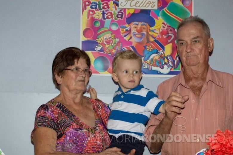Casal Maria e Adolfo Oscar Kunzler no aniversário de 3 anos do neto Heitor, filho da filha Claci Maria.