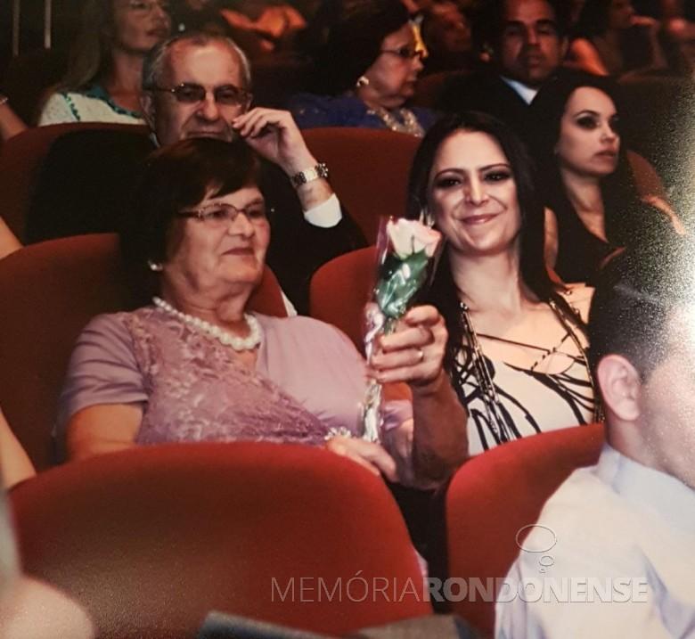 Maria Becker Kunzler com a nora Solange na formatura do filho Renato na UniRitter.