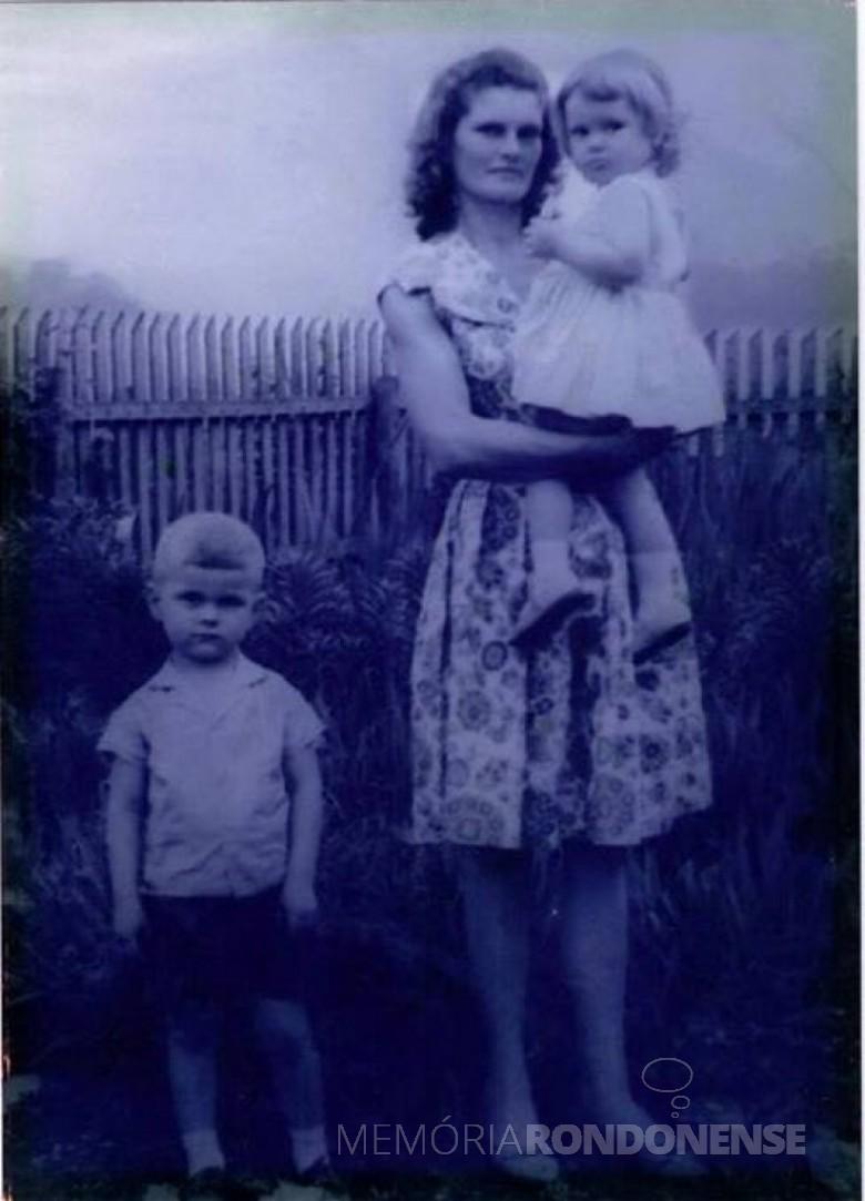 Maria Becker Kunzler, esposa de Adolfo Oscar Kunzler, com os filhos Ivo e Ilse