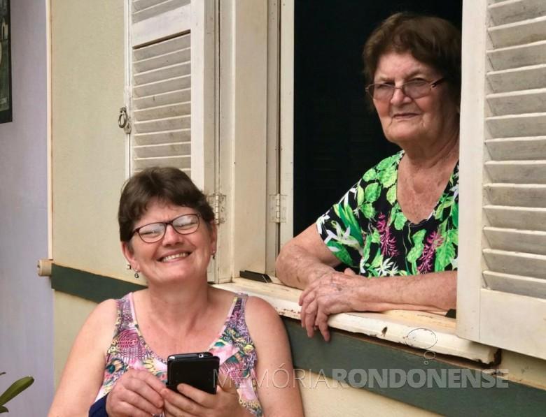 Maria Becker Kunzler com a filha Ilse (e), na residência na Linha São Carlos,  no distrito rondonense de Porto Mendes.
