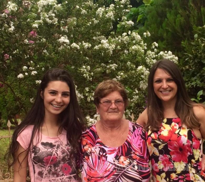 Maria Becker Kunzler com a neta Gabriela* (e) e a nora Solange casada com o filho Renato. * É filha de Renato de um rlacionamento anterior