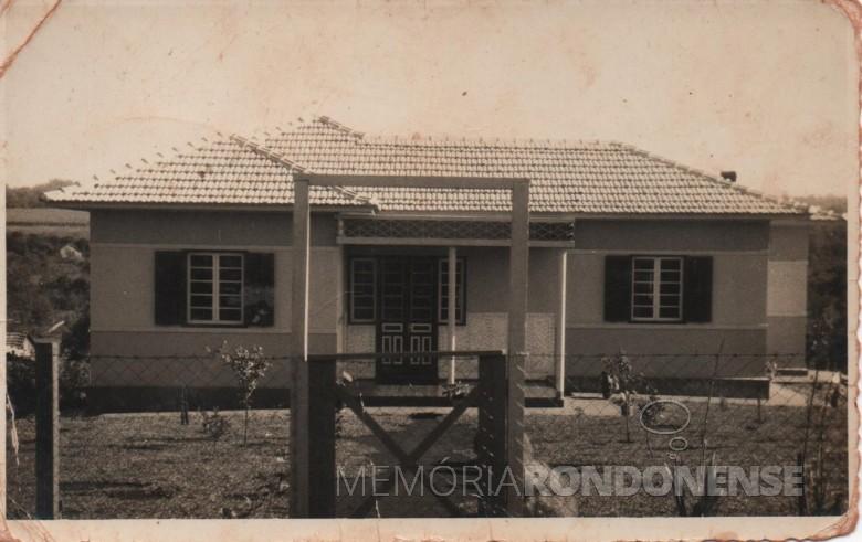 Residência recém construída do casal Maria e Adolfo Oscar Kuznler na Linha São Carlos, no distrito rondonense de Porto Mendes.