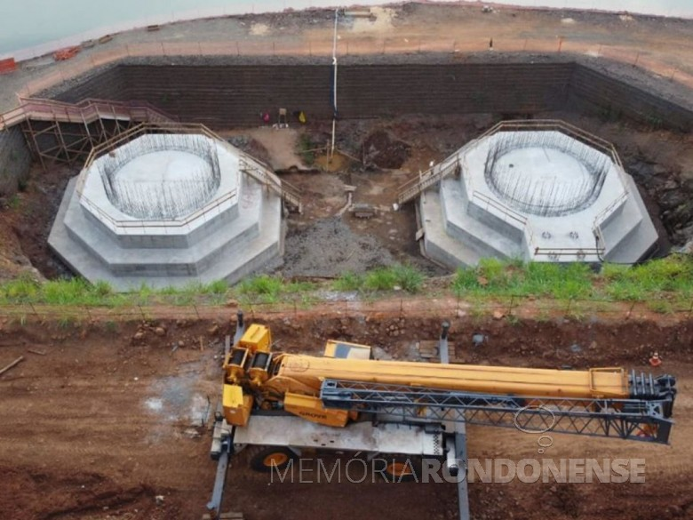 Conclusão dois blocos de fundação, onde será instalada a torre de sustentação da ponte no lado brasileiro.
